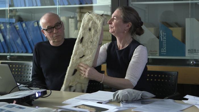 Fig. 2 Maria Hayward & Jonathan Faiers discuss the fur